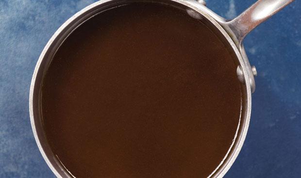 Préparation de la sauce bordelaise