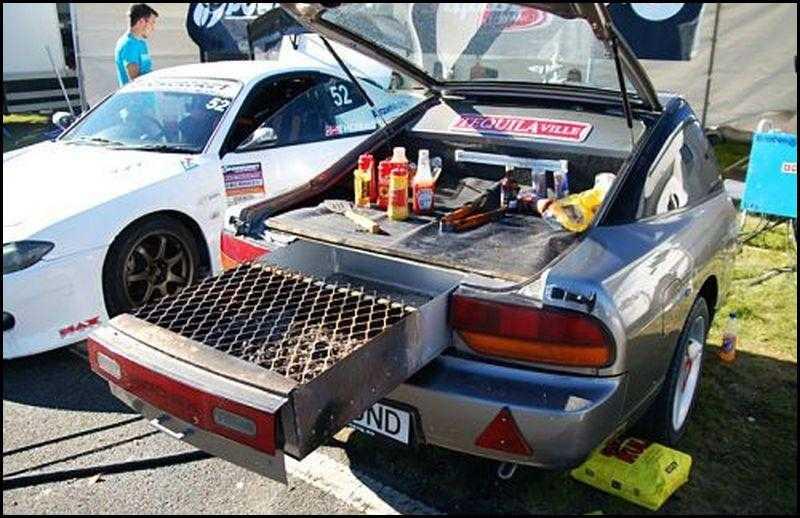 Voiture avec barbecue intégré en voiture